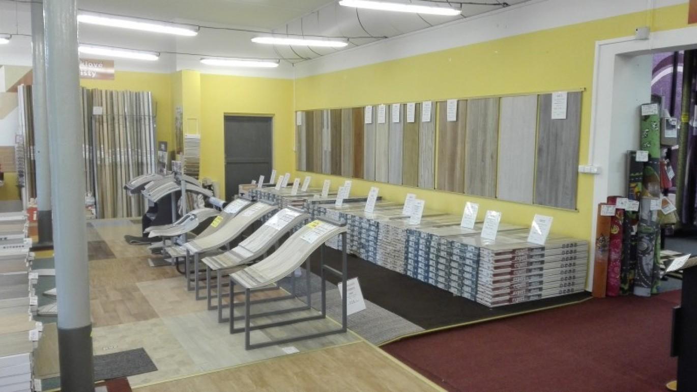Právě jsme dokončili modernizaci šumperské prodejny. Čeká na Vás více laminátových a vinylových podlah, které jsou skladem. Větší výběr koberců a mnoho dalšího VÍCE ZDE